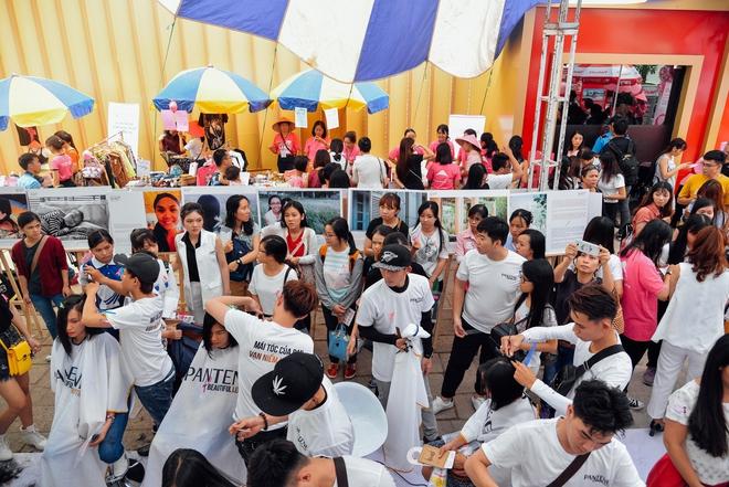 Hơn 4000 mái tóc được bạn trẻ Sài Gòn hiến tặng cho các bệnh nhân ung thư vú - Ảnh 1.