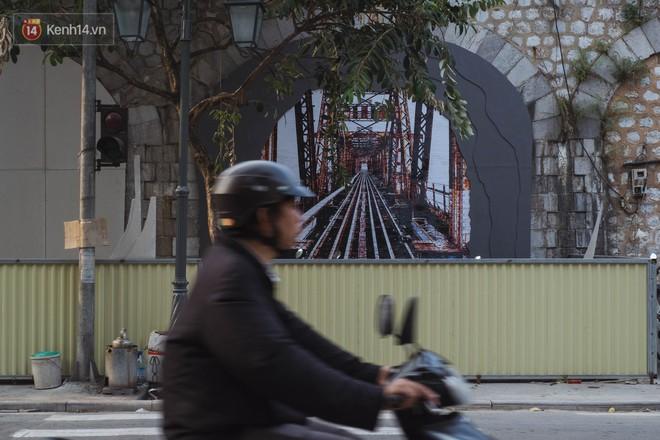 Hà Nội: Dự án bích họa trên phố Phùng Hưng bị đắp chiếu, biến thành bãi gửi xe bất đắc dĩ sau 1 tháng triển khai - Ảnh 2.