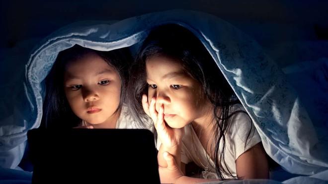 Làm gì thì làm, đừng bao giờ cho trẻ em ngủ muộn! Bởi vì...