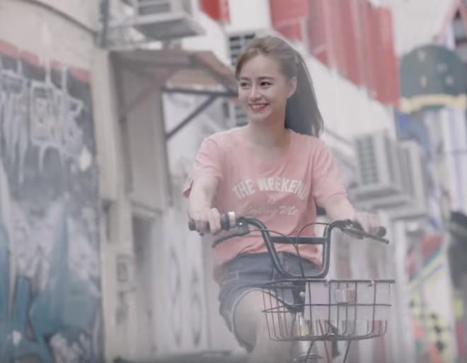 """Quá xinh và ngọt ngào, """"bạn gái"""" của Chi Dân trong MV """"Yêu từ phía xa"""" là ai? - Ảnh 2."""