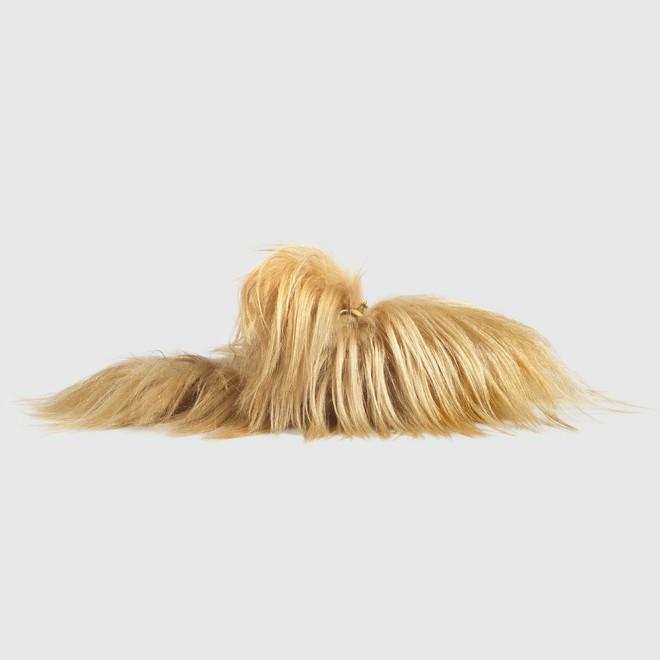 Dép lông giá 41 triệu của Gucci nhìn dị không lối thoát mà lại cháy hàng khắp nơi - Ảnh 2.