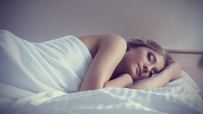 Khoa học tìm ra số giờ ngủ chính xác mỗi đêm khiến bạn hạnh phúc nhất - Ảnh 1.