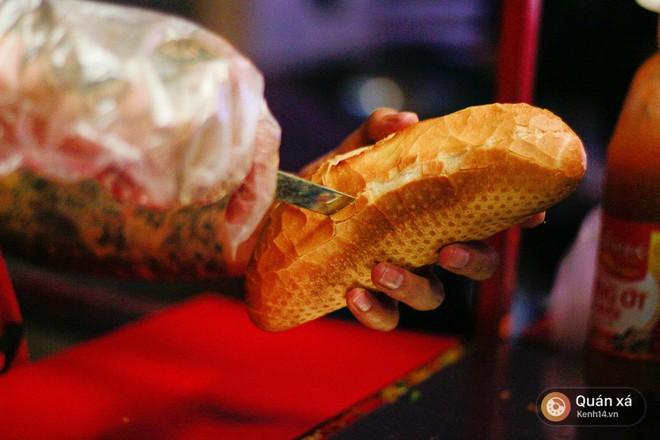 Bánh mì hến - món mới cực lạ đang nổi lên ở Sài Gòn - Ảnh 8.