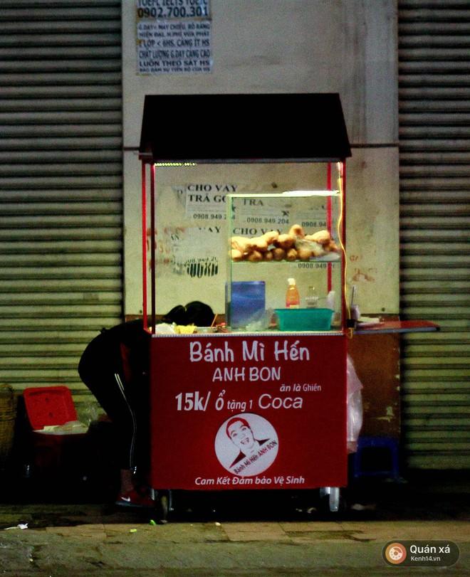 Bánh mì hến - món mới cực lạ đang nổi lên ở Sài Gòn - Ảnh 2.