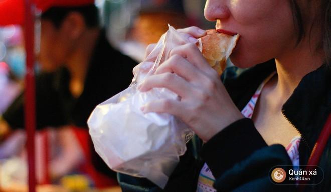 Bánh mì hến - món mới cực lạ đang nổi lên ở Sài Gòn - Ảnh 5.