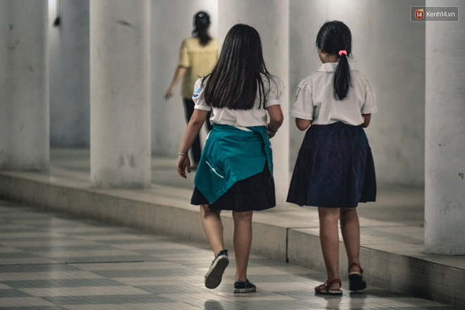 """Chùm ảnh: Một nhịp sống Hà Nội thật khác ở """"phố đi bộ"""" 12 cửa dưới lòng đất trong 10 năm qua - Ảnh 7."""