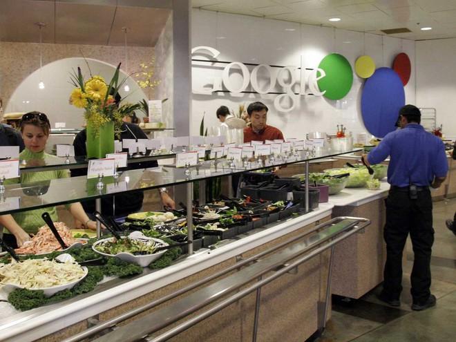 Vì sao nhiều công ty công nghệ lớn luôn cung cấp đồ ăn đã ngon lại còn miễn phí cho nhân viên? - Ảnh 3.