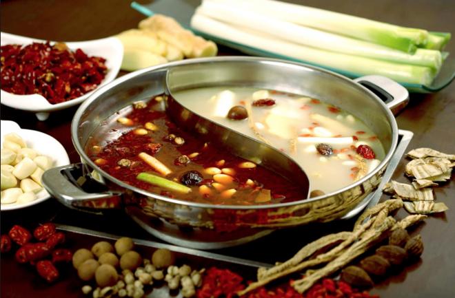 Lẩu Tứ Xuyên – Món ăn bạn phải thử một lần trong đời - Ảnh 1.