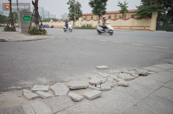 Sau một thời gian ngắn đi vào sử dụng, đá lát vỉa hè Hà Nội được quảng cáo bền tới 70 năm đã hư hỏng hàng loạt - Ảnh 4.
