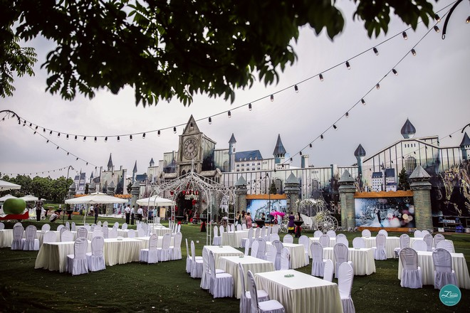 """Ở Việt Nam cũng có những """"siêu đám cưới"""" xa hoa, huy động hàng chục vệ sĩ để bảo vệ dàn khách mời toàn người nổi tiếng - Ảnh 11."""