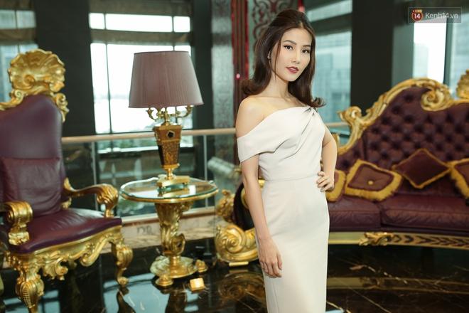 Bộ đôi Hoa hậu Kỳ Duyên - Mỹ Linh đọ sắc với tông vàng rực rỡ tại show thời trang - Ảnh 15.