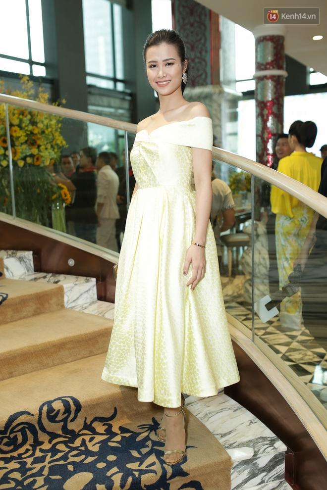 Bộ đôi Hoa hậu Kỳ Duyên - Mỹ Linh đọ sắc với tông vàng rực rỡ tại show thời trang - Ảnh 12.