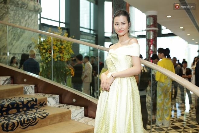 Bộ đôi Hoa hậu Kỳ Duyên - Mỹ Linh đọ sắc với tông vàng rực rỡ tại show thời trang - Ảnh 13.