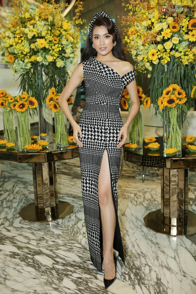 Bộ đôi Hoa hậu Kỳ Duyên - Mỹ Linh đọ sắc với tông vàng rực rỡ tại show thời trang - Ảnh 11.