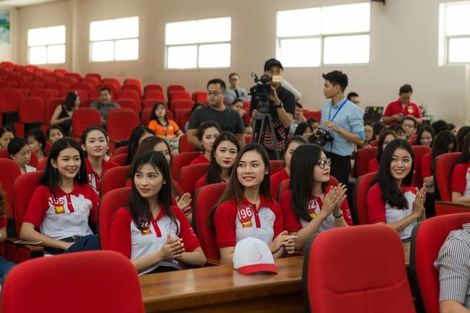 Buổi giao lưu của top 45 Hoa khôi Sinh viên Việt Nam 2017 với các doanh nhân thành đạt - Ảnh 5.