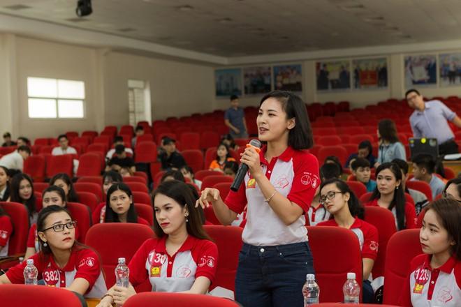 Top 45 Hoa khôi Việt Nam liên tục đặt câu hỏi cho các diễn giả