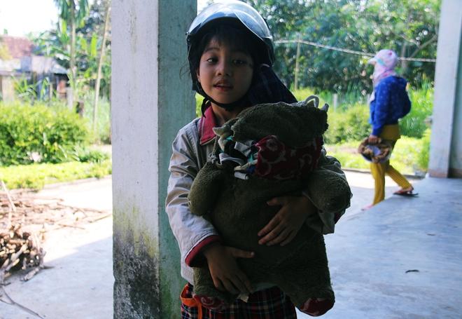 Người mẹ quét rác và 2 đứa trẻ thiểu năng suốt 10 năm ôm con gấu bông rách vì tưởng là… bố - ảnh 6