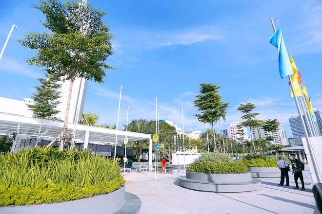 Tuyến buýt đường sông đầu tiên chính thức khai trương ở Sài Gòn, hàng trăm người dân háo hức xếp hàng trật tự lên tàu du ngoạn - Ảnh 4.