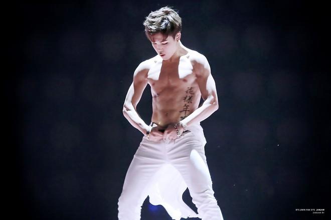 Minh chứng body siêu thực của các nam thần Kpop: Ảnh fan chụp vội chưa qua chỉnh sửa còn tôn dáng hơn! - Ảnh 48.