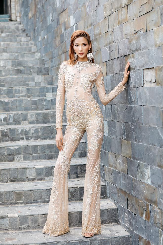 40 độ C, Hoàng Thùy vẫn bình thản mặc toàn áo lông để đọ style với Lan Khuê & Minh Tú - Ảnh 7.