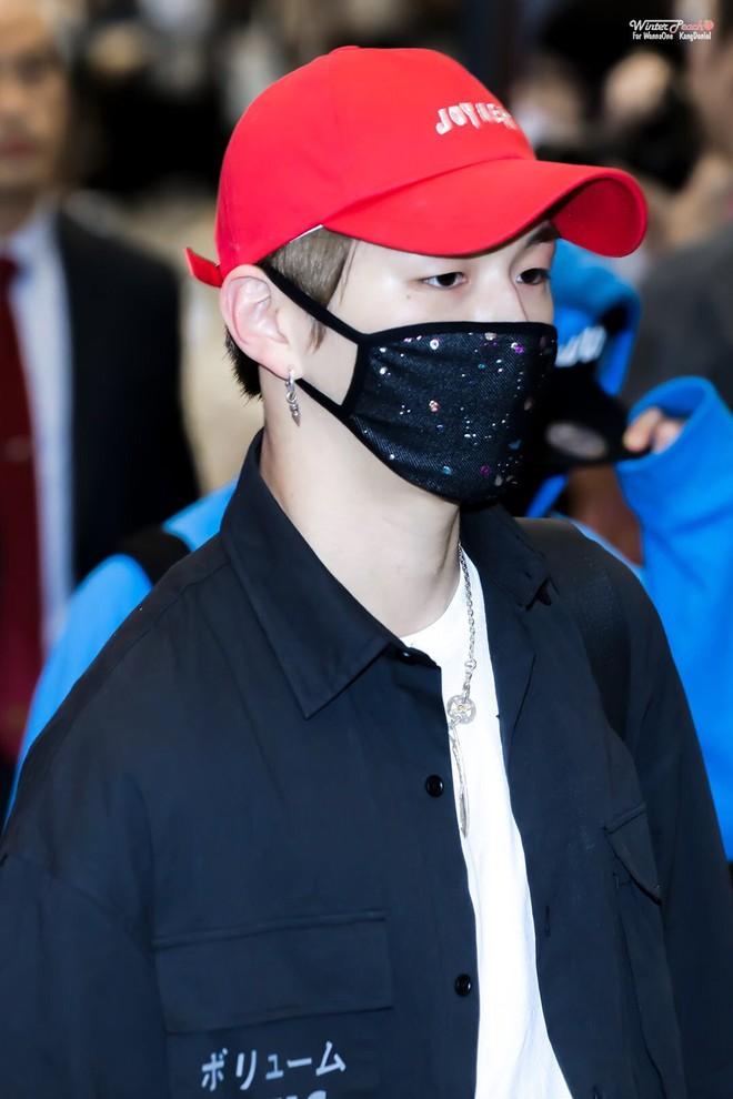 """Nhập viện vì sốt nghiêm trọng, """"center quốc dân"""" Kang Daniel vọt luôn lên top 8 Naver - Ảnh 2."""