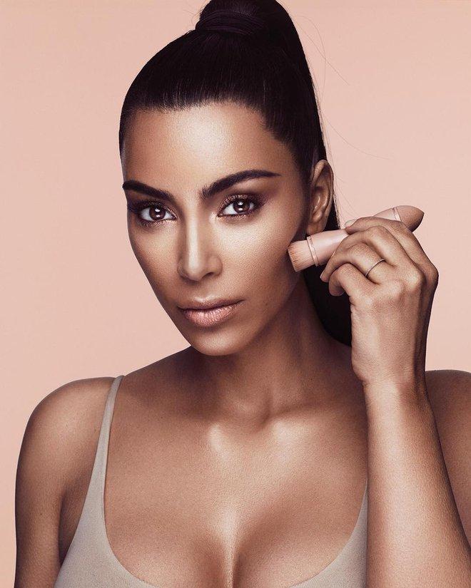 Chỉ trong 3 tiếng, cô Kim siêu vòng 3 đã bỏ túi 14 triệu USD tiền bán bộ contour và highlight - Ảnh 1.