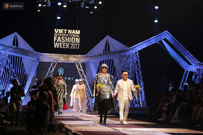 VIFW ngày 1: Kim Dung mở màn xuất sắc, vedette Thanh Hằng xuất hiện siêu chất trong show của Công Trí - Ảnh 13.