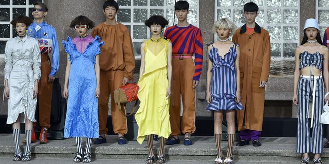 ĐỘC: Có show diễn lưỡng long nhất thể cả thời trang nam và nữ, chỉ sử dụng mẫu châu Á - Ảnh 4.