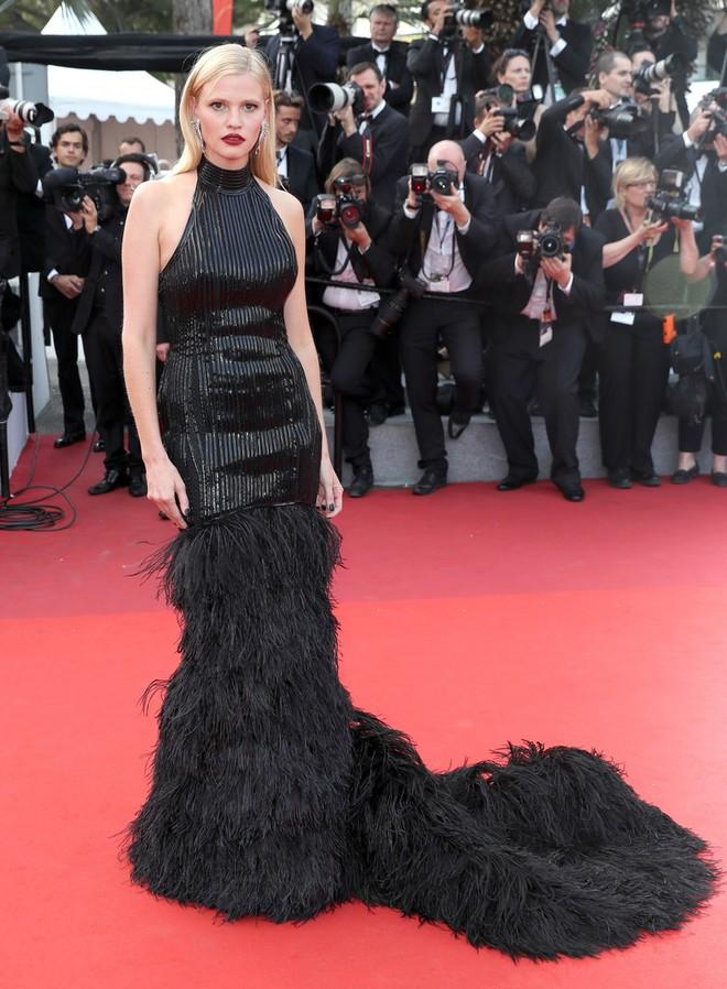 Phạm Băng Băng đã chịu lấy lại phong độ, đẹp không thua kém Elle Fanning trên thảm đỏ Cannes - Ảnh 23.