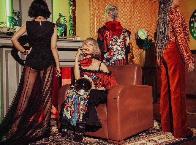 Min: Từ cô nàng xì tin như bao người giờ bỗng đi đầu cho phong cách thời trang tuyệt xinh trong MV - Ảnh 12.