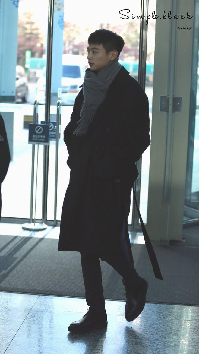Minh chứng body siêu thực của các nam thần Kpop: Ảnh fan chụp vội chưa qua chỉnh sửa còn tôn dáng hơn! - Ảnh 33.
