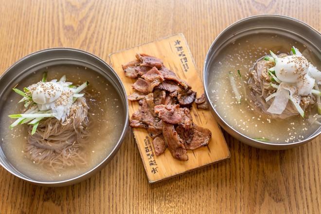 Cẩm nang thưởng thức mì lạnh đúng chất người Hàn mà không phải ai cũng biết - Ảnh 1.