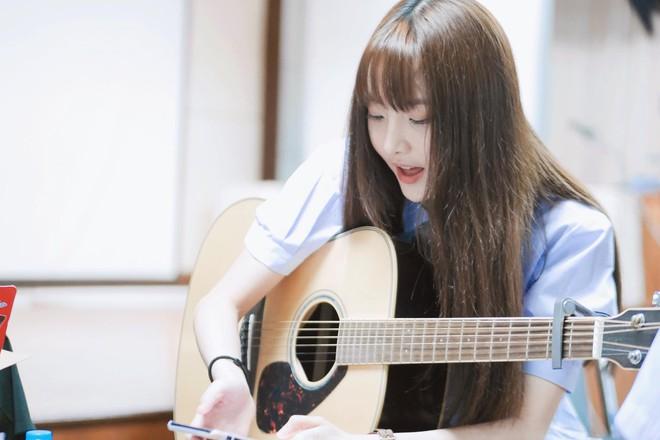 Hot girl đình đám Nene diện áo bà ba, cover ca khúc 'Lý Cây Bông' siêu ngọt