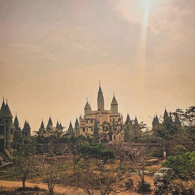Ở Hậu Giang có một ngôi trường giống hệt học viện Phù thủy Hogwarts trong Harry Potter! - Ảnh 13.
