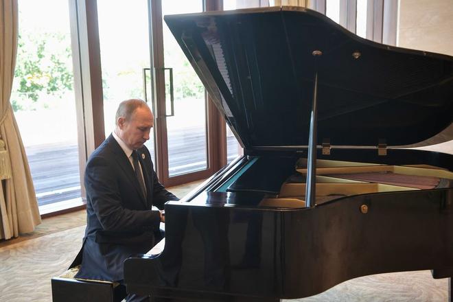 Tổng thống Nga Putin gây ấn tượng khi chơi đàn piano trong chuyến viếng thăm Trung Quốc - Ảnh 2.