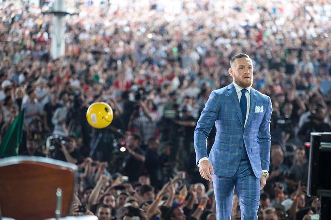 Không chỉ là võ sĩ triệu đô, Conor McGregor còn là một đầu giày hạng nặng với gu thời trang cực kỳ xuất sắc! - Ảnh 16.