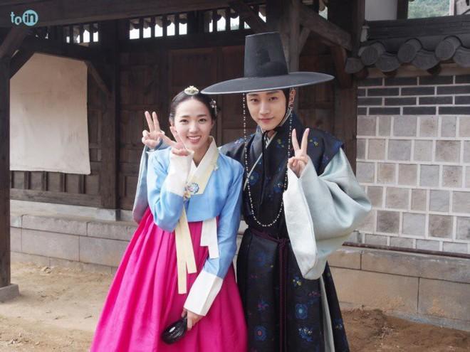 """Sướng như """"robot"""" Chae Soo Bin: Làm nữ chính hay phụ cũng có dàn trai đẹp vây quanh - Ảnh 6."""