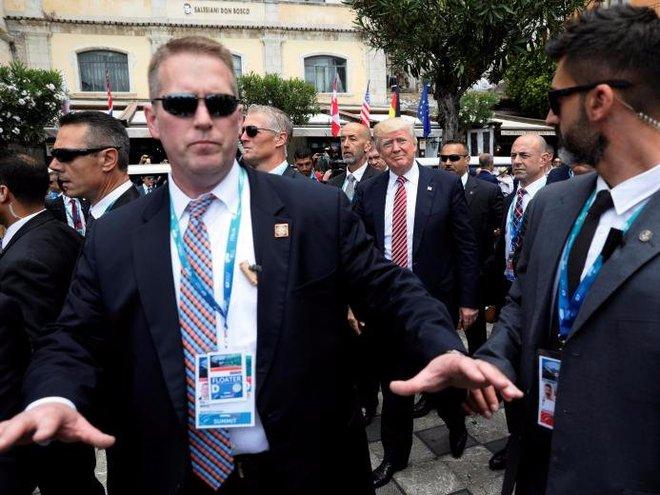 Cận cảnh Đội mật vụ bảo vệ Tổng thống Mỹ Donald Trump - Ảnh 12.