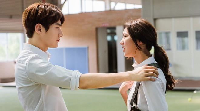"""Sướng như """"robot"""" Chae Soo Bin: Làm nữ chính hay phụ cũng có dàn trai đẹp vây quanh - Ảnh 7."""