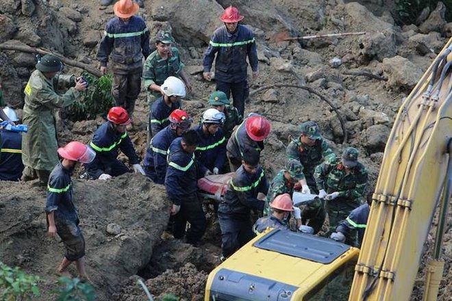 Sạt lở ở Hòa Bình: Tìm thấy 9 thi thể - Ảnh 24.
