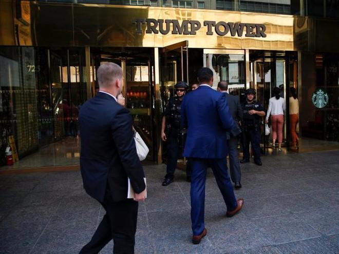 Cận cảnh Đội mật vụ bảo vệ Tổng thống Mỹ Donald Trump - Ảnh 4.