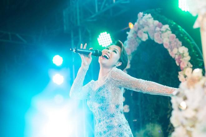 """Ở Việt Nam cũng có những """"siêu đám cưới"""" xa hoa, huy động hàng chục vệ sĩ để bảo vệ dàn khách mời toàn người nổi tiếng - Ảnh 9."""