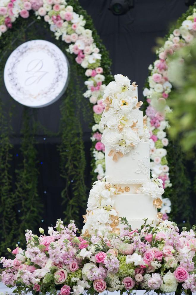 """Ở Việt Nam cũng có những """"siêu đám cưới"""" xa hoa, huy động hàng chục vệ sĩ để bảo vệ dàn khách mời toàn người nổi tiếng - Ảnh 8."""