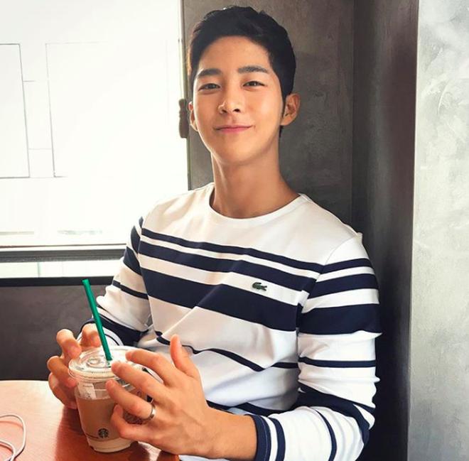 """Chàng trai Hàn Quốc sở hữu mặt """"học sinh"""" nhưng body """"phụ huynh"""" cực thu hút - Ảnh 9."""