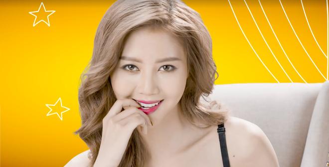 Vũ Ngọc Châm lộ vòng 1 trong clip quảng cáo - Ảnh 2.