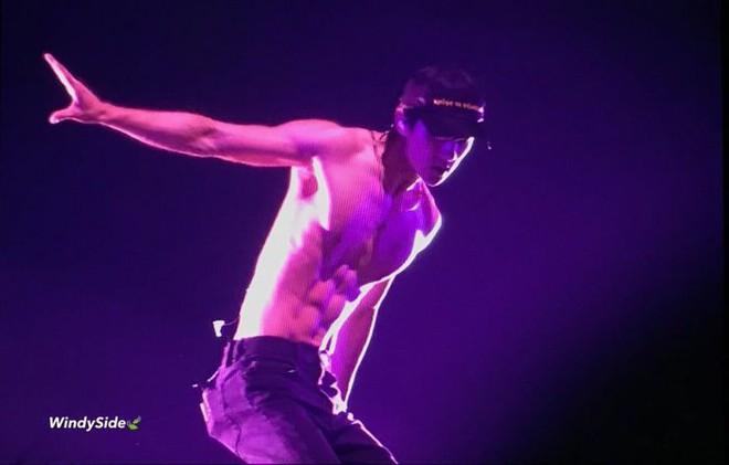 Minh chứng body siêu thực của các nam thần Kpop: Ảnh fan chụp vội chưa qua chỉnh sửa còn tôn dáng hơn! - Ảnh 17.