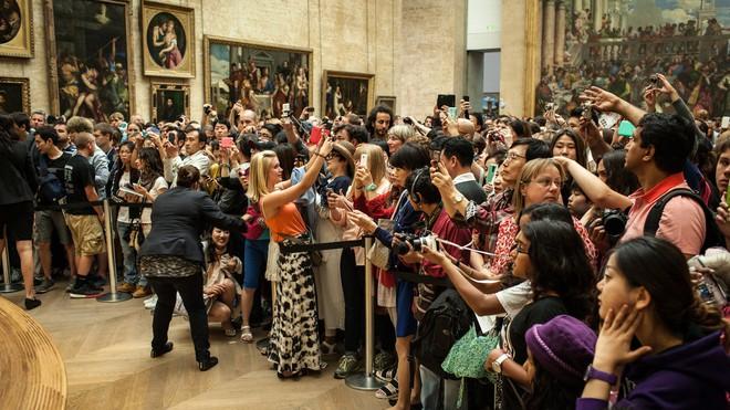 Câu chuyện đi bảo tàng nghệ thuật: văn minh hay không đôi khi chỉ hơn nhau ở cách chụp hình - Ảnh 1.