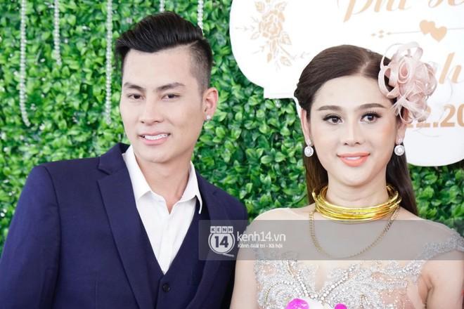 Lâm Khánh Chi hôn đắm đuối chú rể, thay váy đỏ nổi bần bật như công chúa trong lễ cưới - Ảnh 15.