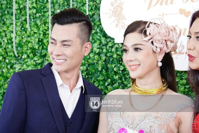 Lâm Khánh Chi hôn đắm đuối chú rể, thay váy đỏ nổi bần bật như công chúa trong lễ cưới - Ảnh 14.