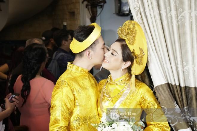 Lâm Khánh Chi diện áo dài vàng nổi bật, hạnh phúc trong ngày lên xe hoa với chú rể kém 8 tuổi - Ảnh 4.